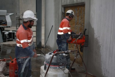 Ringsawing showing safety man and wet vacuum